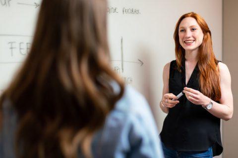 どちらがより学習に効果的?ネイティブの先生 vs. ノンネイティブの先生