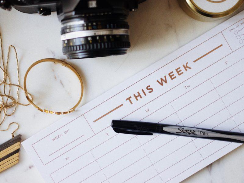 曜日と日付を英語で表現する方法