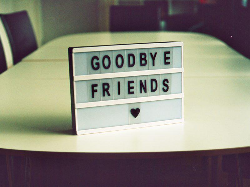 知らないと損?「Bye」に添える、気の利いた一言とは