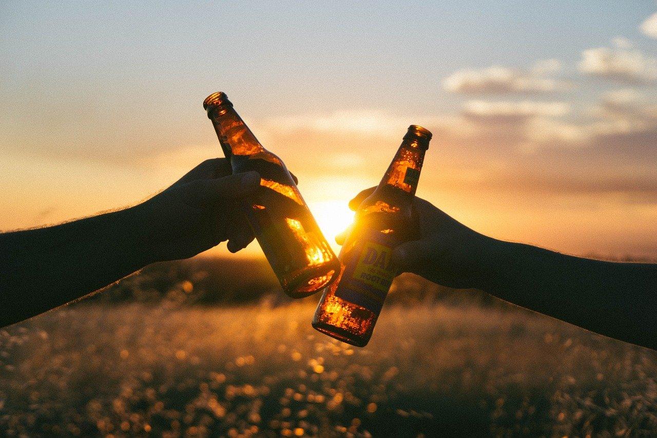 お酒を飲むと英語が話せる?英語力の向上を妨げる「情意フィルター」とは?