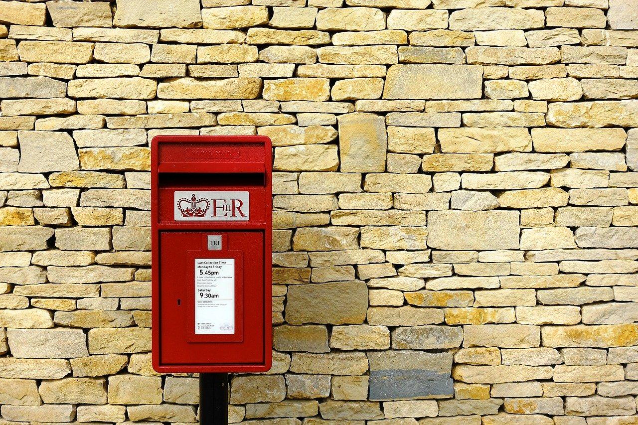 英語と日本で意味が異なる「mail」について